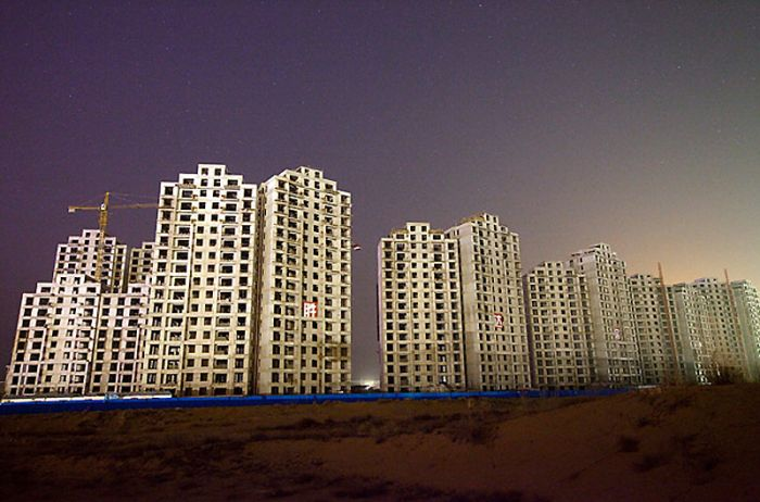 5379:New apartment buildings under construction in Kangbashi.
